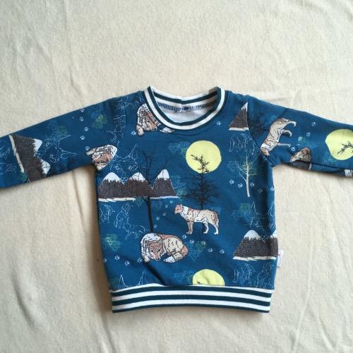 T-shirt in blauwtinten met wolven erop