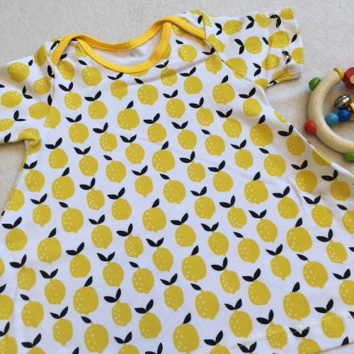 T-shirtjurk citroenen met korte mouw met witte achtergrond