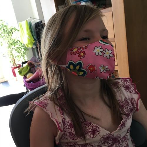 Mondkapje mondmasker maat xs bij meisje van acht